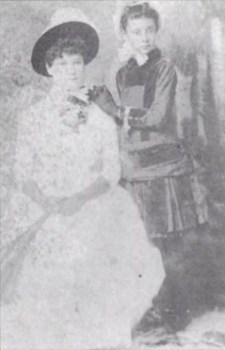 Kaiulani_with_Miss_Gardinier-1880s-WC