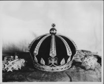Kalakaua's_crown_after_reconstruction-PP-37-1-007-1934