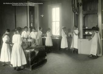 Kamehameha_School_for_Girls cooking class c1900-KSBE