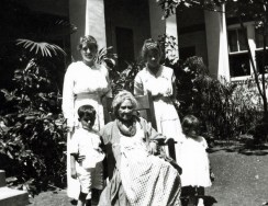 Liliuokalani_and_her_grandchildren