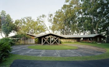 Liljestrand House, carport and entry at centre-Ossipoff