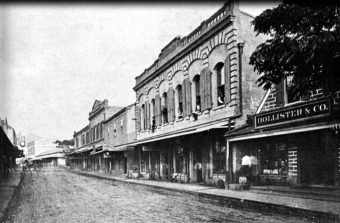 Looking-mauka-on-Fort-Street-on-corner-of-Fort-and-Merchant-Streets-1881.jpg