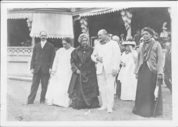 Lyman C Newell, Queen's lady-in-waiting, Queen Liliuokalani, Adam H Dickey & Mrs SK Kea-PP-98-13-007