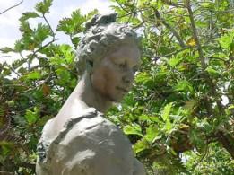 Ma_Manuhii_statue-coltonbh