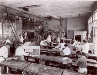 Manual-Arts-Class-James-B-Castle-School-1924