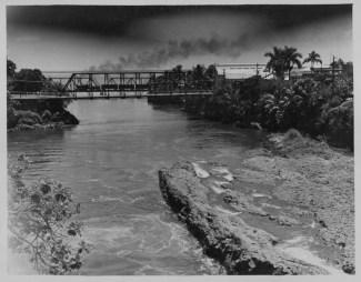 Maui's Canoe-Wailuku-River-PP-29-5-023-1935