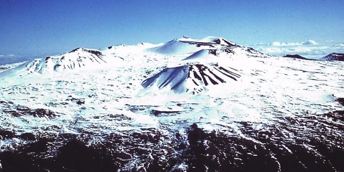 Mauna_Kea_Summit_in_Winter-WC