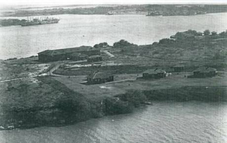 North_End_Quarters-Married Officers' Quarters with BOQ in background,HistoricHawaiiFoundation 1923