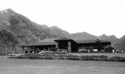 Oahu_Country_Club_Clubhouse-(GaryWild)