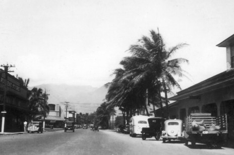 Puunene Store (left) and Kahului Railroad Station and post office (right). Kahului, Maui (KatsugoMiho)