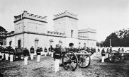 Royal_Guards_in_front_of_Iolani_Barracks