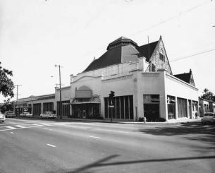 Schuman Carriage-corner of Beretania and Richards-the entire block was torn down to build the State Capitol Building-1950s