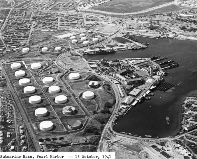 Submarine_base_Pearl_Harbor_Oct_13_1941
