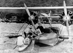 Unloading_Papers-Inter-Island_Airways