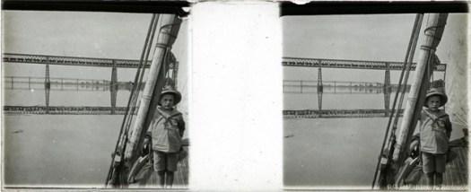 Images stéréoscopiques plaque de verre enfant bateau Cubzac-les-Ponts