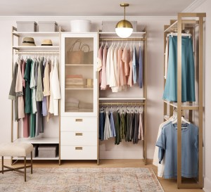 An organized closet with a definite outfit plan will make your life so much easier. This is capsule wardrobe planning at it's finest.