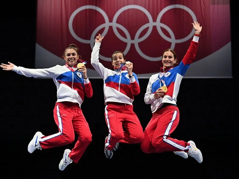 The Russian sabre team celebrate on podium in style