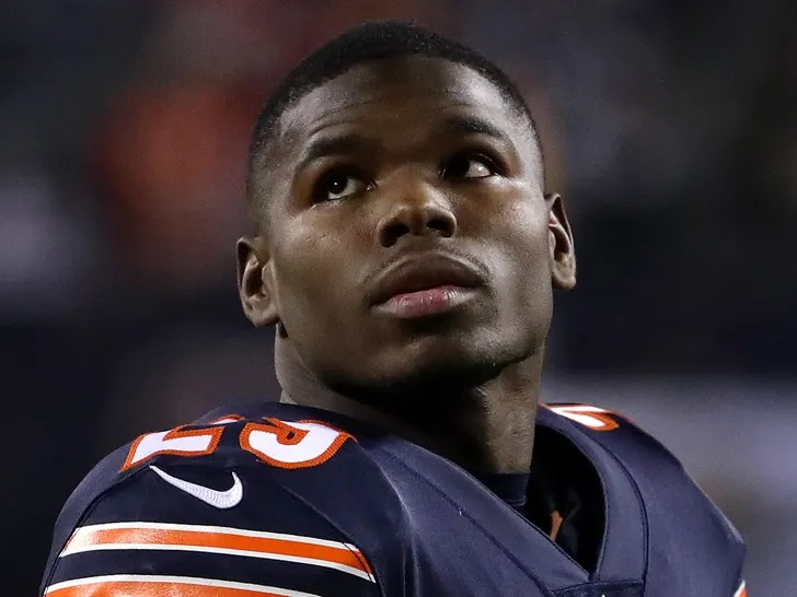 Twin brother of Bears running back Tarik Cohen found electrocuted after running from car crash, police say