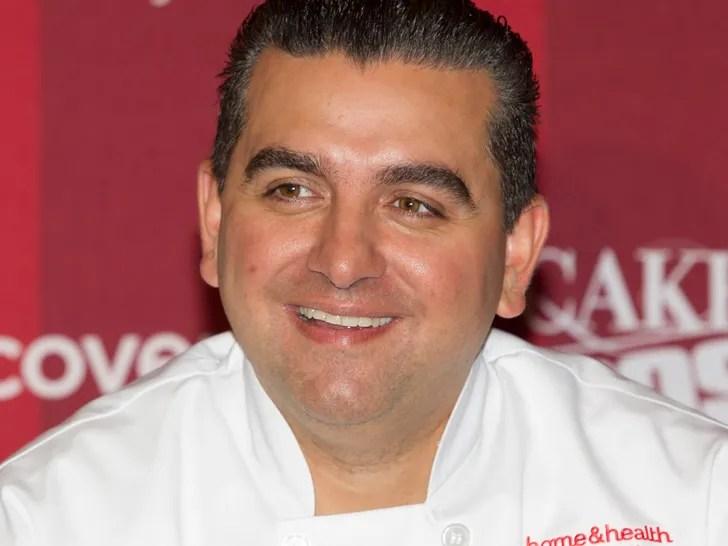 Buddy Valastro, il boss delle torte, torna al lavoro dopo l'incidente, non con le mani