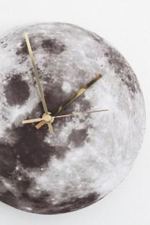 http://monicalettaloves.blogspot.ch/2013/02/love-this-clock-d.html