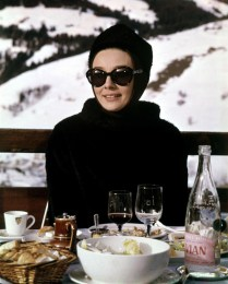 http://the60sfashion.com/post/2557594754/audrey-hepburn-1963-charade