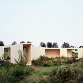 http://www.dezeen.com/2010/04/30/trail-house-by-anne-holtrop/