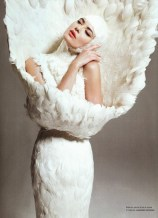 http://indulgy.com/post/8ttw4MgzJ1/shalom-harlow-in-alexander-mcqueen-for-nmer