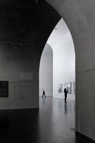 54336d4dc07a8024cc0000ed_long-museum-west-bund-atelier-deshaus_contemporary_art_gallery1st_floor_03_