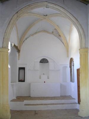 El altar, antes de la restauración.