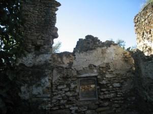 """Ruinas de la """"casa de la santera"""". Fotografía publicada en el blog de Rafael Domínguez Cedeño, """"Setenil. Historia y numismática""""."""