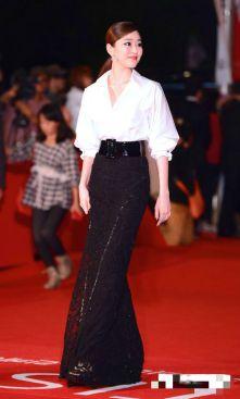 Kim Hyo Jin, a classic white T can go a long way