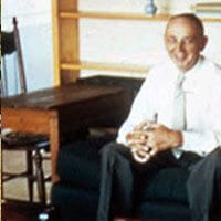 Edgar-Cayce-on-his-famous-couch