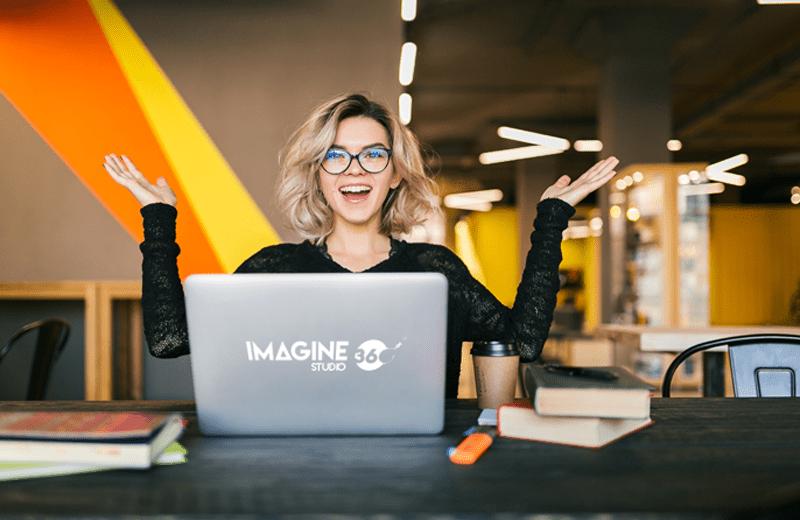 Crear contenido de valor Chica Feliz