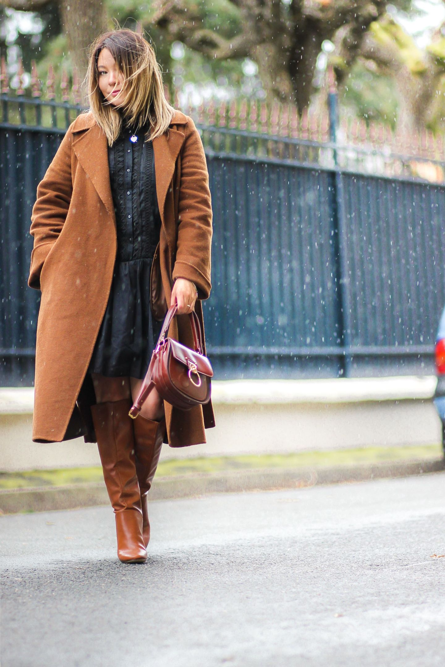 zara, manteau zara, manteau camel, the green ananas, blog mode, pinterest, tendance mode, blogueuse mode, bottes camel, hm, tess chloé, robe noire, la petite robe noire & new hair