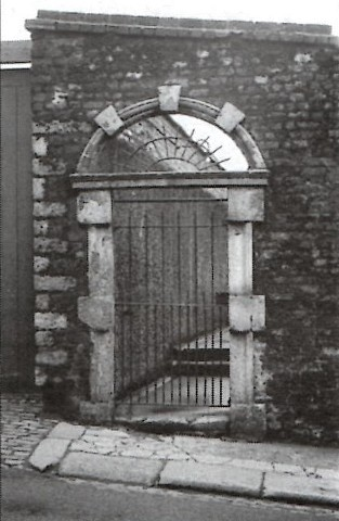 The entrance to Fleece Alley as it stood in gaunt isolation for many years before being buldozed.