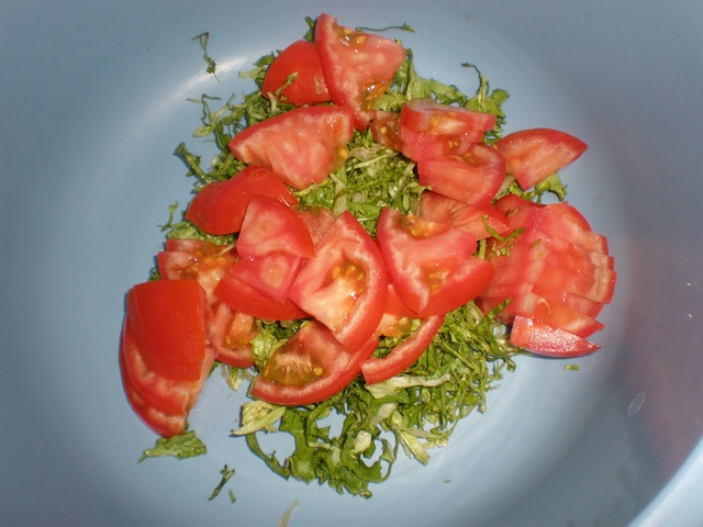 Juliana de lechuga y tomate