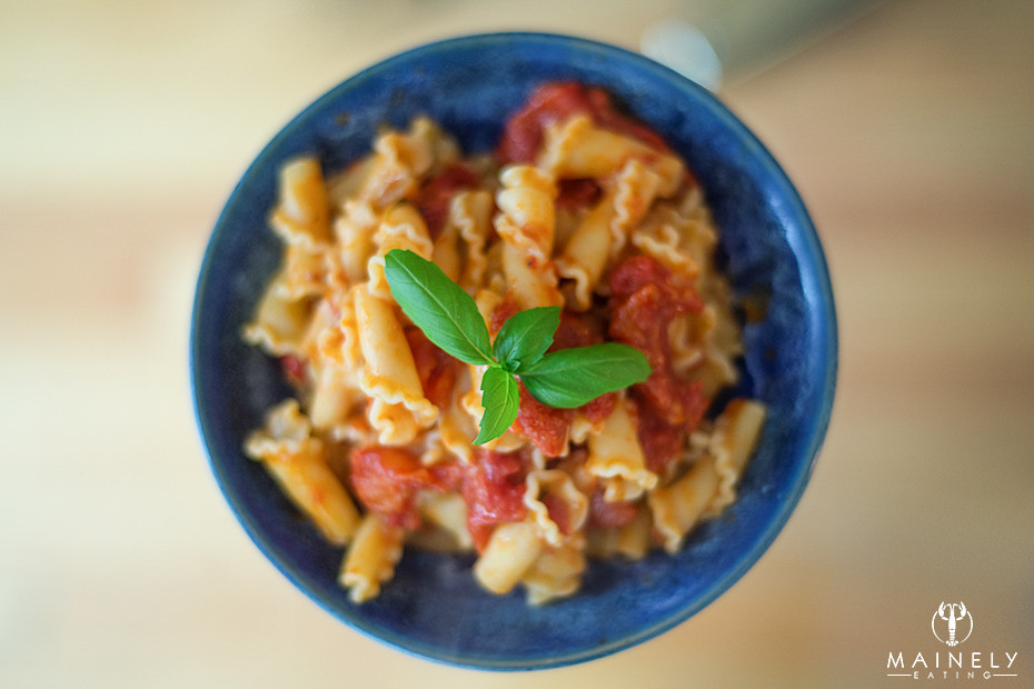 Marcella Hazan's 4 ingredient tomato sauce recipe - easy and delicious