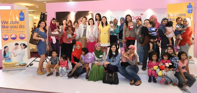Pix 1 - Group Shot - Urban Mom 2014 with Johnson's Baby