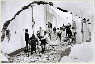 Henri Cartier-Bresson, Young boys playing in rubble. Sevilla, Andalucia. 1933 @Henri Cartier-Bresson | Magnum Photos