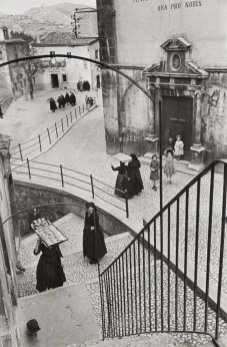 Henri Cartier-Bresson, ITALY. Abruzzo. Scanno. 1951. @Henri Cartier-Bresson | Magnum Photos