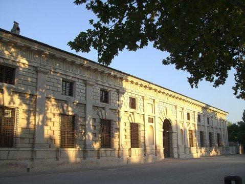 1024px-MantovaPalazzo_Te-entrata