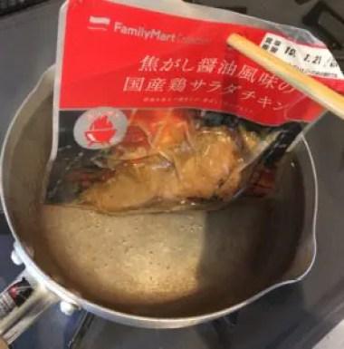 ファミマサラダチキン「焦がし醤油風味」直火焼きで超ウマかった。