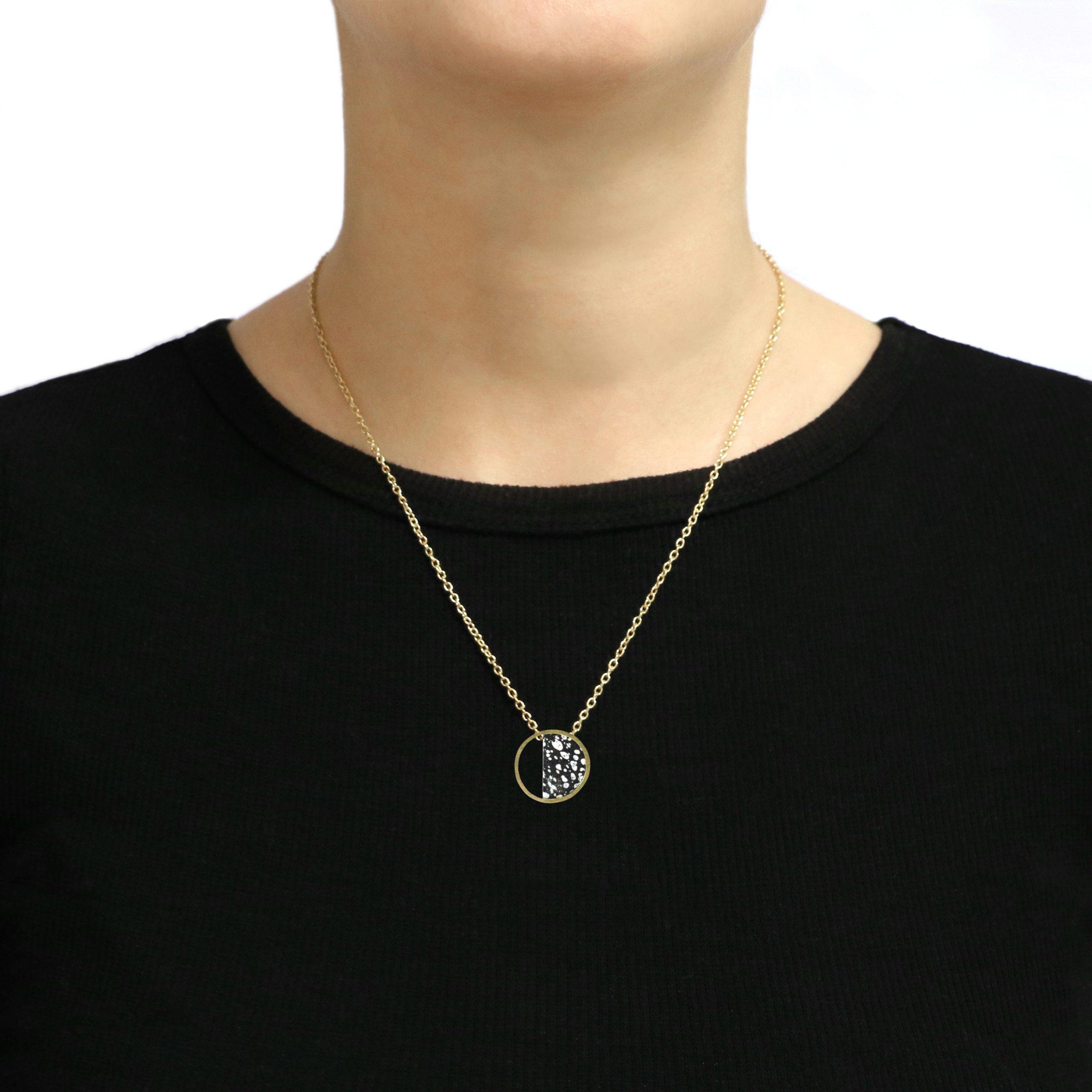 Stratos Necklace Black Model copia