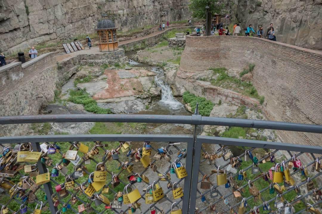 love-locks-bridge-Tbilisi-Georgia-1600x1067