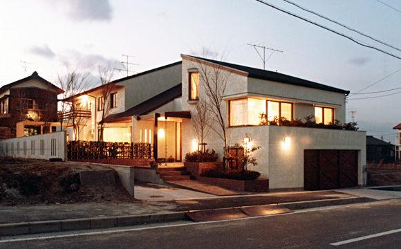 ガレージハウス、オーディオルームのある家の設計・デザイン 半田市MA-邸の外観夜景