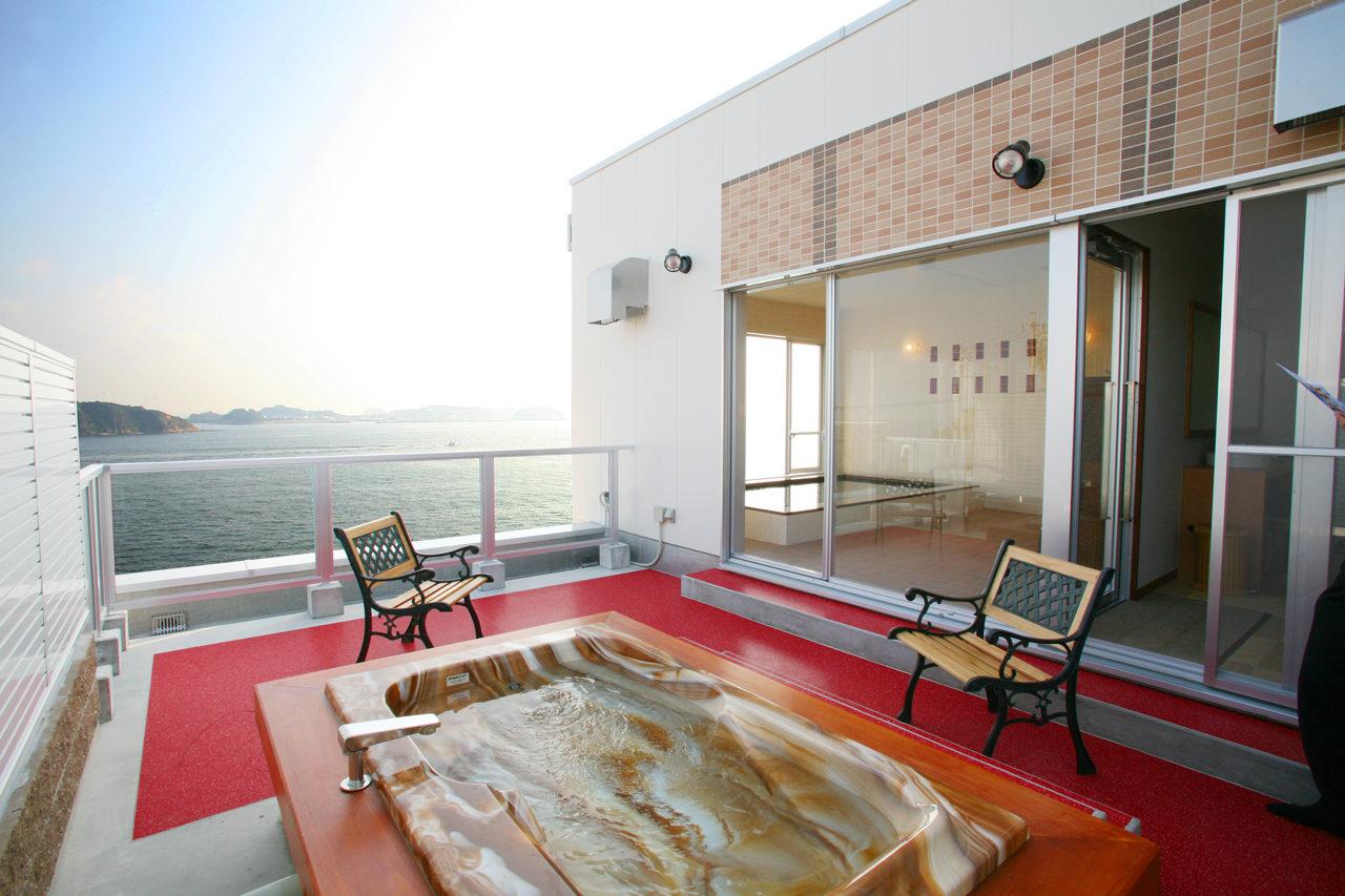 露天風呂|設計・デザインをした民宿・旅館、癒しの宿風車(日間賀島)の女性用露天風呂