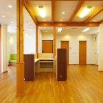 接骨院の施術室デザイン、設計|温もりのある店舗付き住宅たけだ接骨院