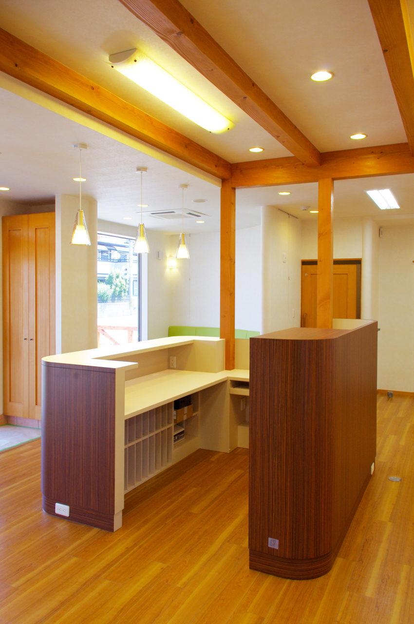 接骨院の受付カウンター、カルテ棚|設計、デザイン|たけだ接骨院