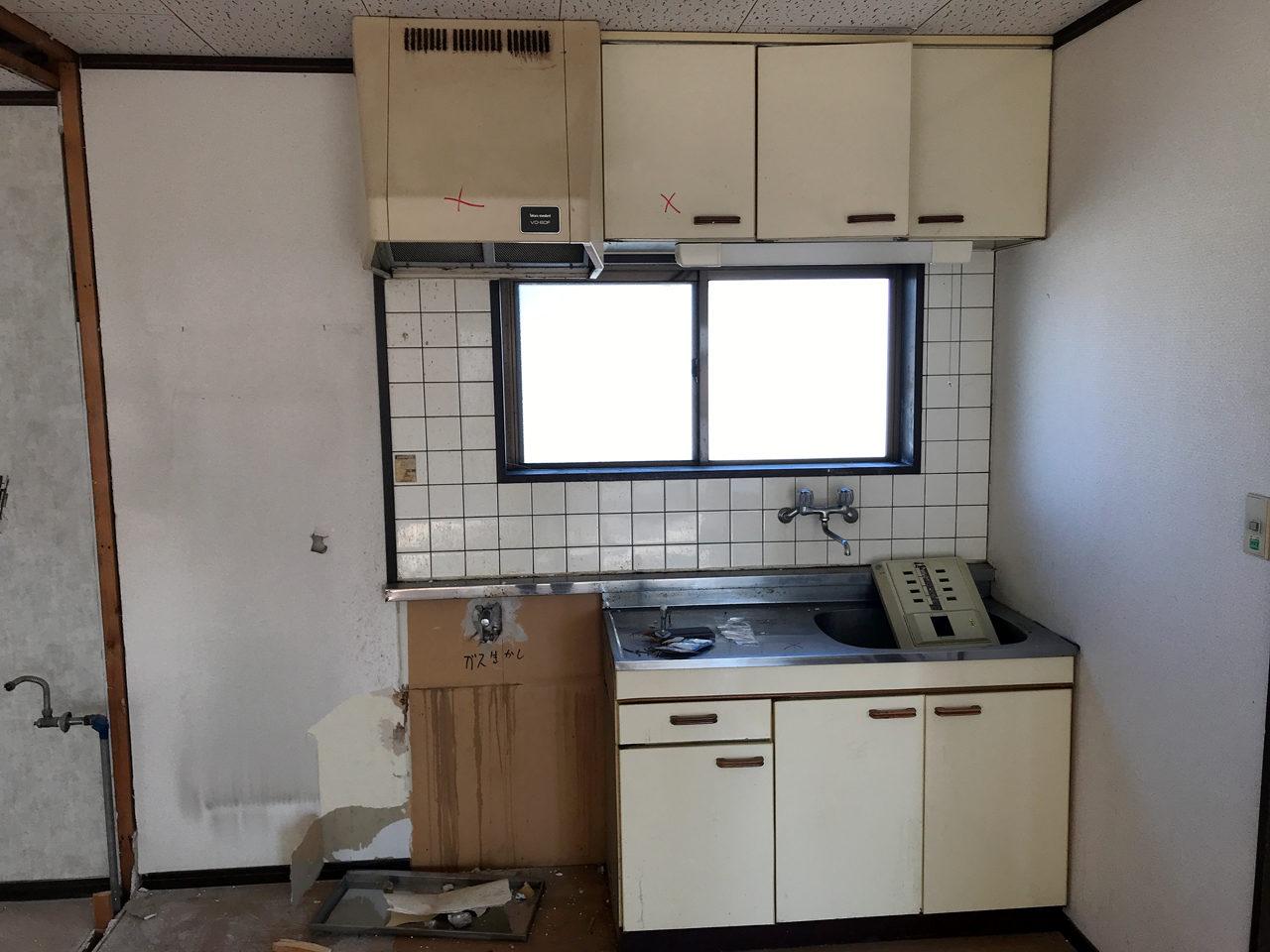 空き家を賃貸住宅へリノベーション工事の二階既設キッチン