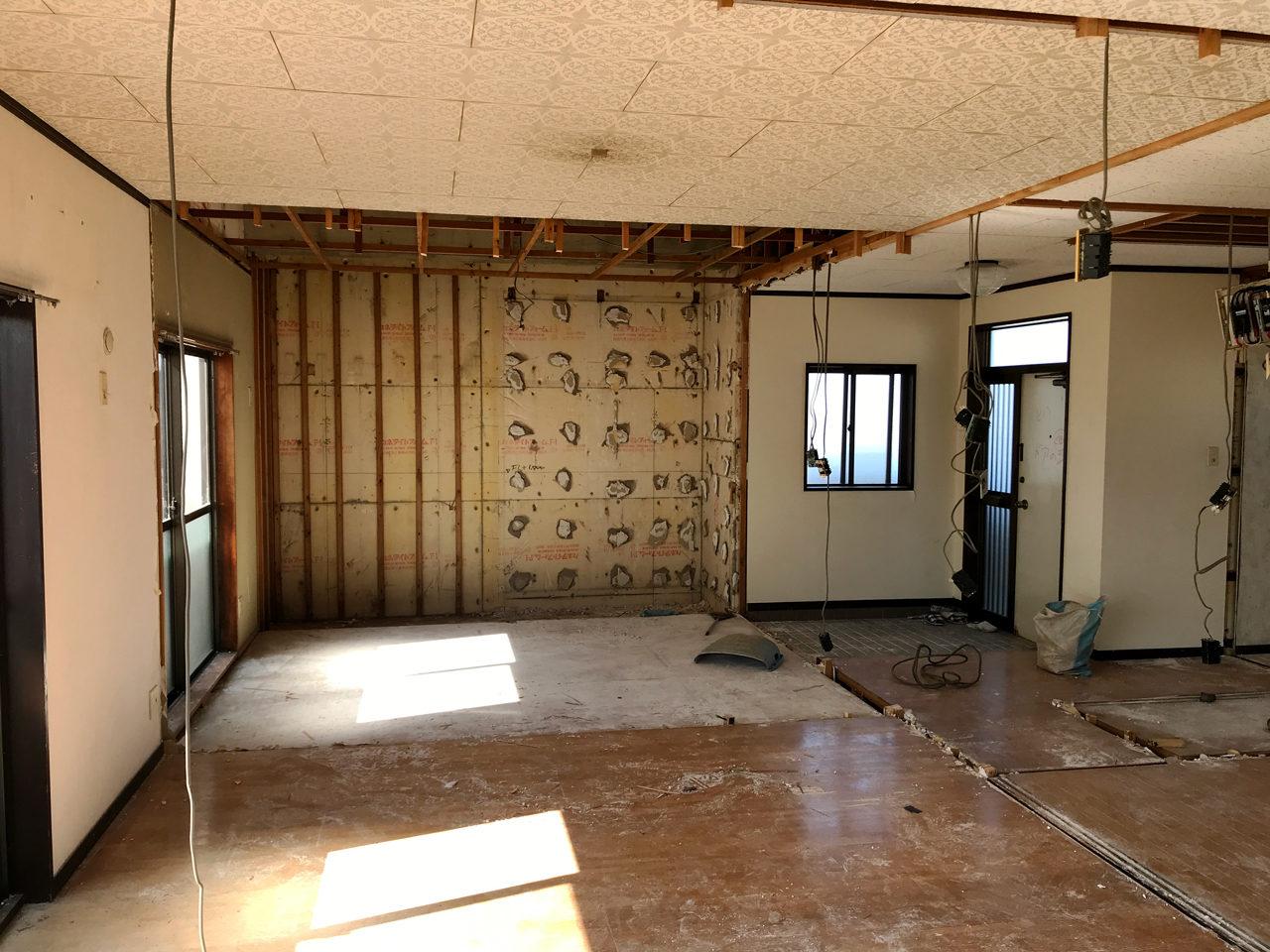 空き家を賃貸住宅へリノベーション工事の二階解体工事